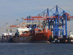 "[Foto ""Hafen Hamburg""; Foto: www.mediaserver.hamburg.de/C. Spahrbier]"