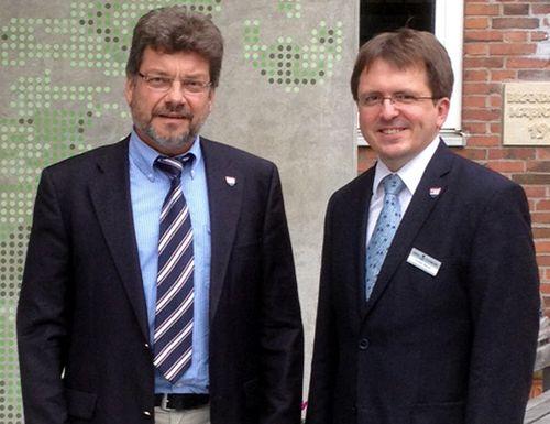 Peter Labendowicz und Torsten Wendt stehen nebeneinander