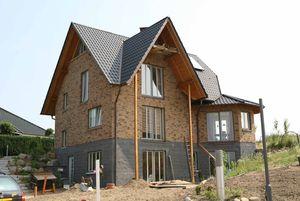 Bild Einer Baustelle auf der ein Haus gebaut wird.